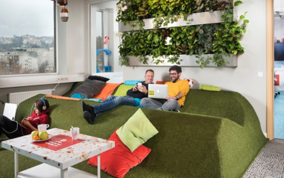 4 Ways to Create a Cheerful Office Vibe